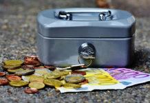 Lokata czy konto oszczędnościowe? Gdzie lepiej odkładać zaoszczędzone pieniądze?